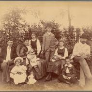 Lessons, December 18, 2019, 12/18/2019, How To Find Genealogical Clues in Family Photos