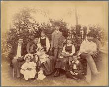 Workshops, December 07, 2017, 12/07/2017, Genealogy: Finding Clues in Family Photos